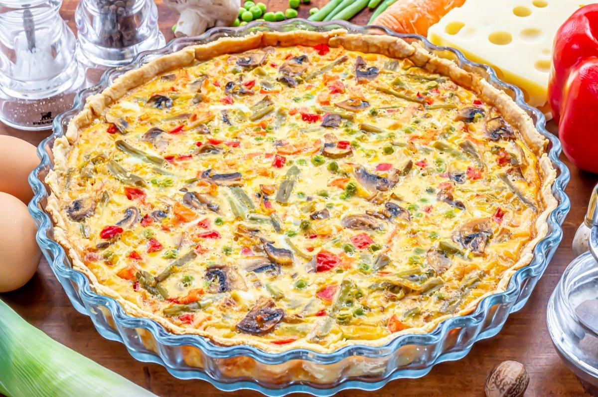 Reposar la quiche de verduras y queso