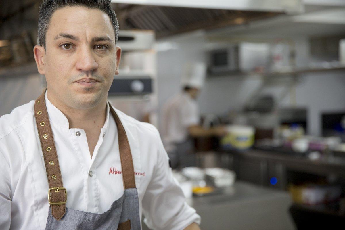 Retrato de Alberto Ferruz en el restaurante BonAmb