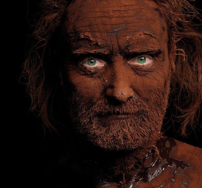 Retrato del maestro chocolatero Patrick Roger cubierto de cacao