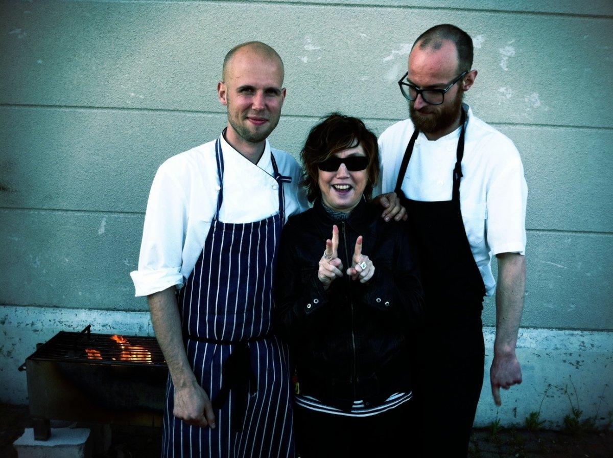 Rosa Rivas junto a los cocineros Ola Rudin y Sebastian Person