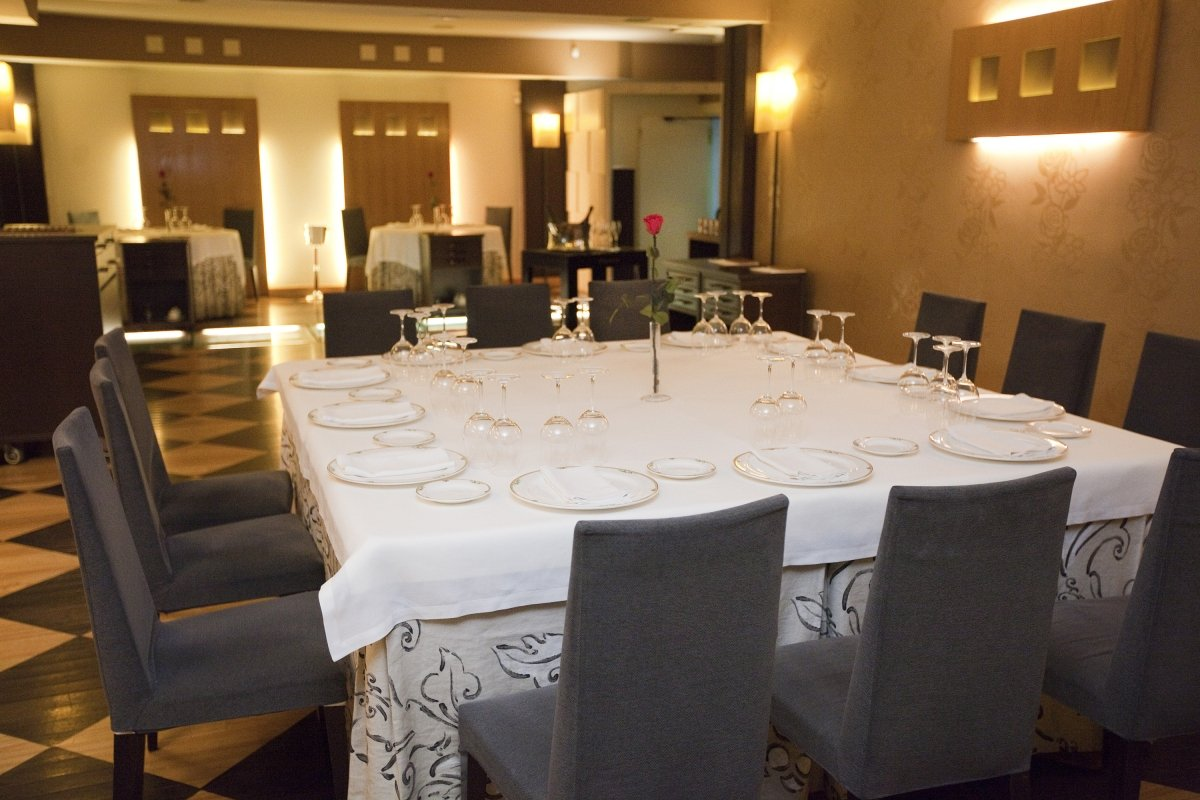 Sala del restaurante El Serbal