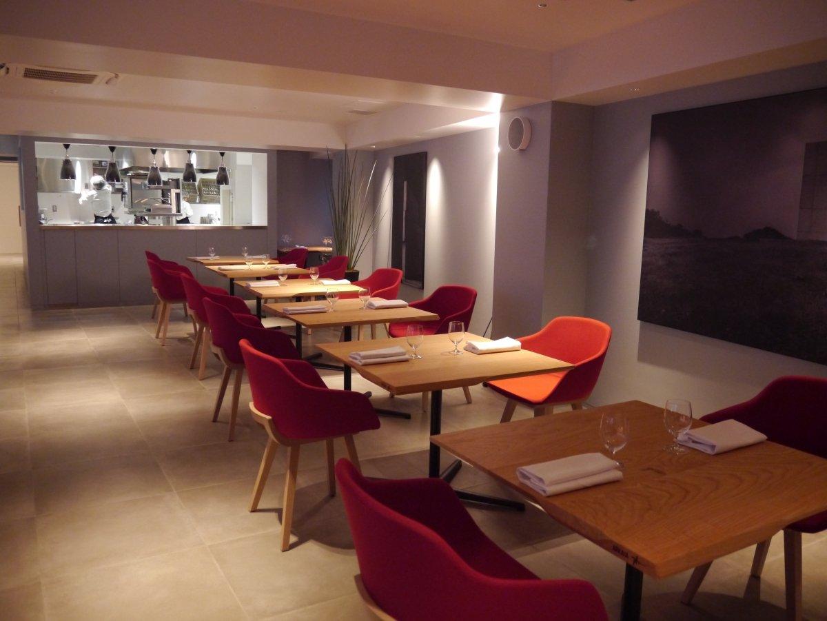 Sala del restaurante Eneko Tokyo
