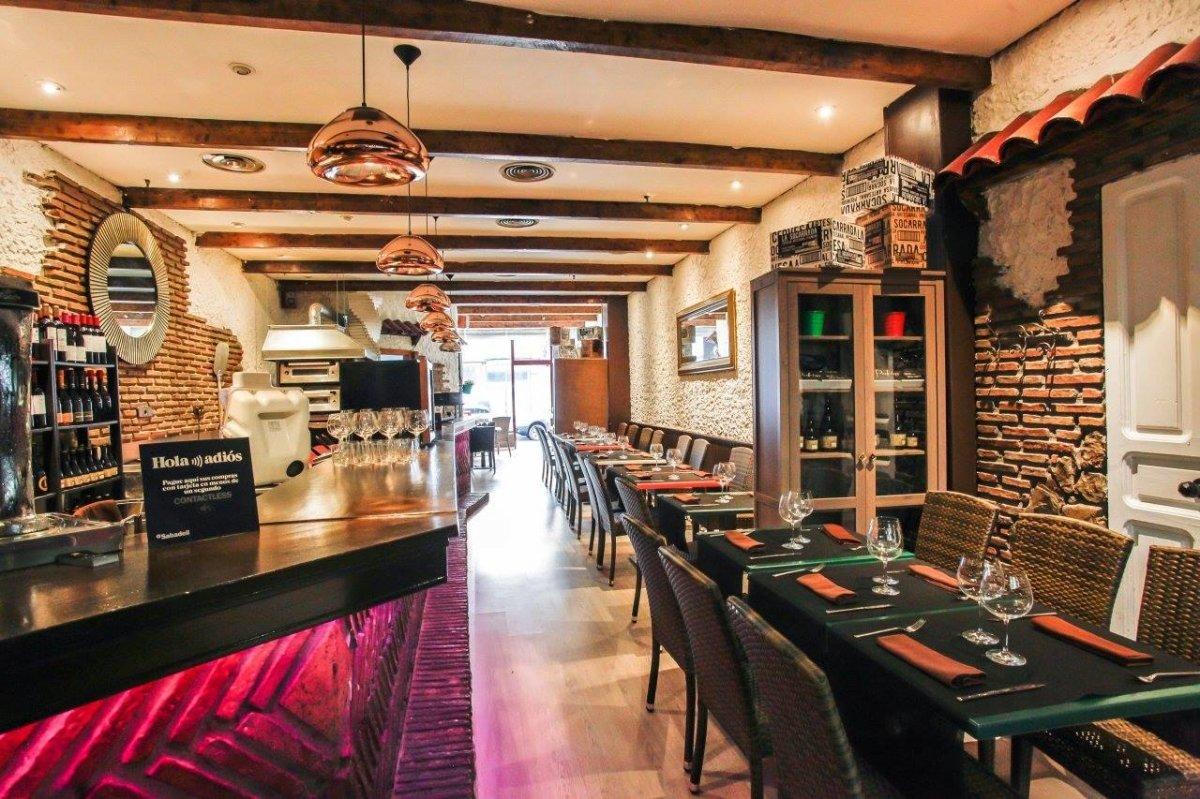 Sala del restaurante Padrino de Gijón