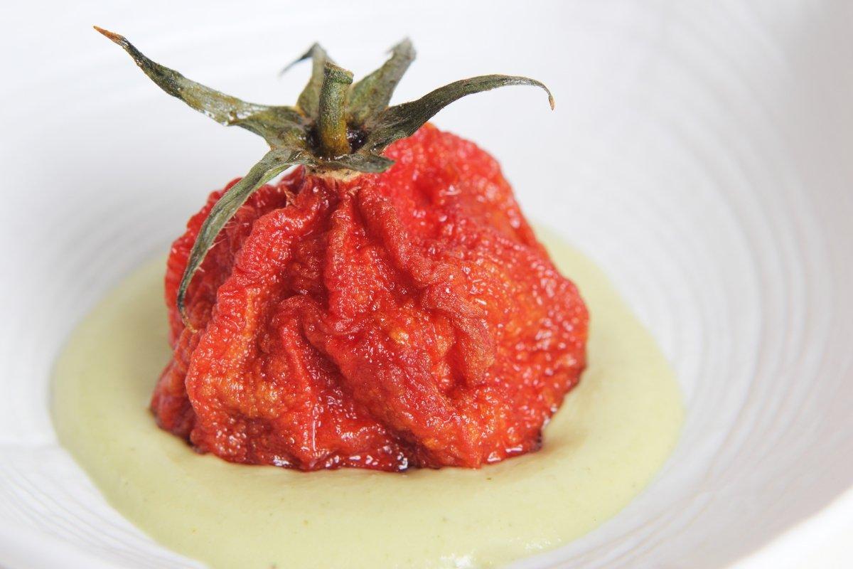 Salpicón de la huerta con forma de tomate del restaurante Solana