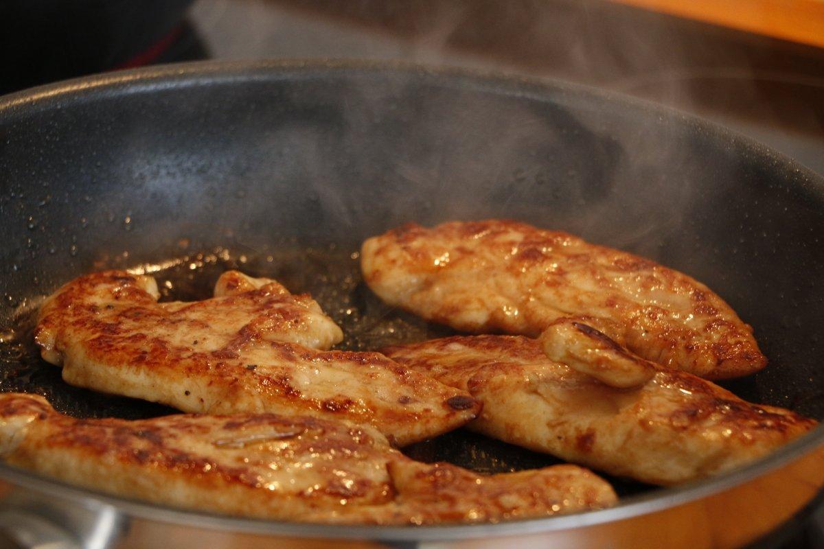Saltear el pollo con jengibre