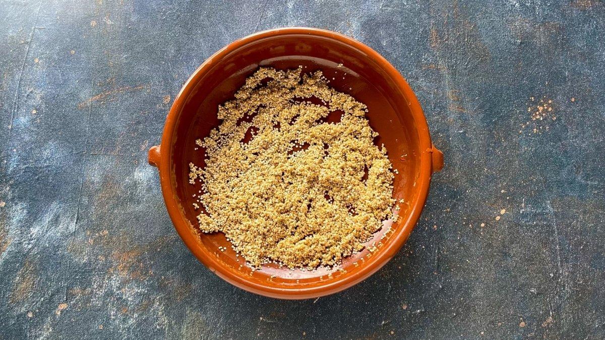 Saltear en una cazuela la quinoa