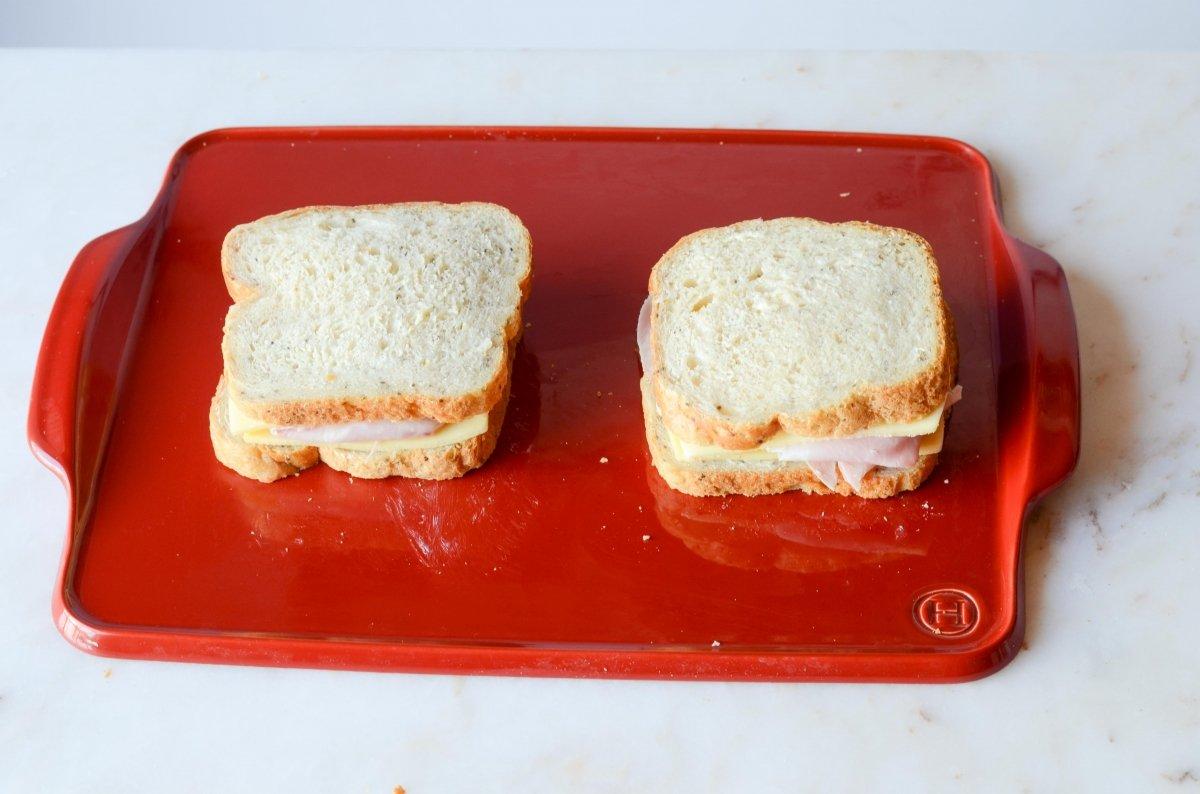 sandwich mixto preparado para tostar