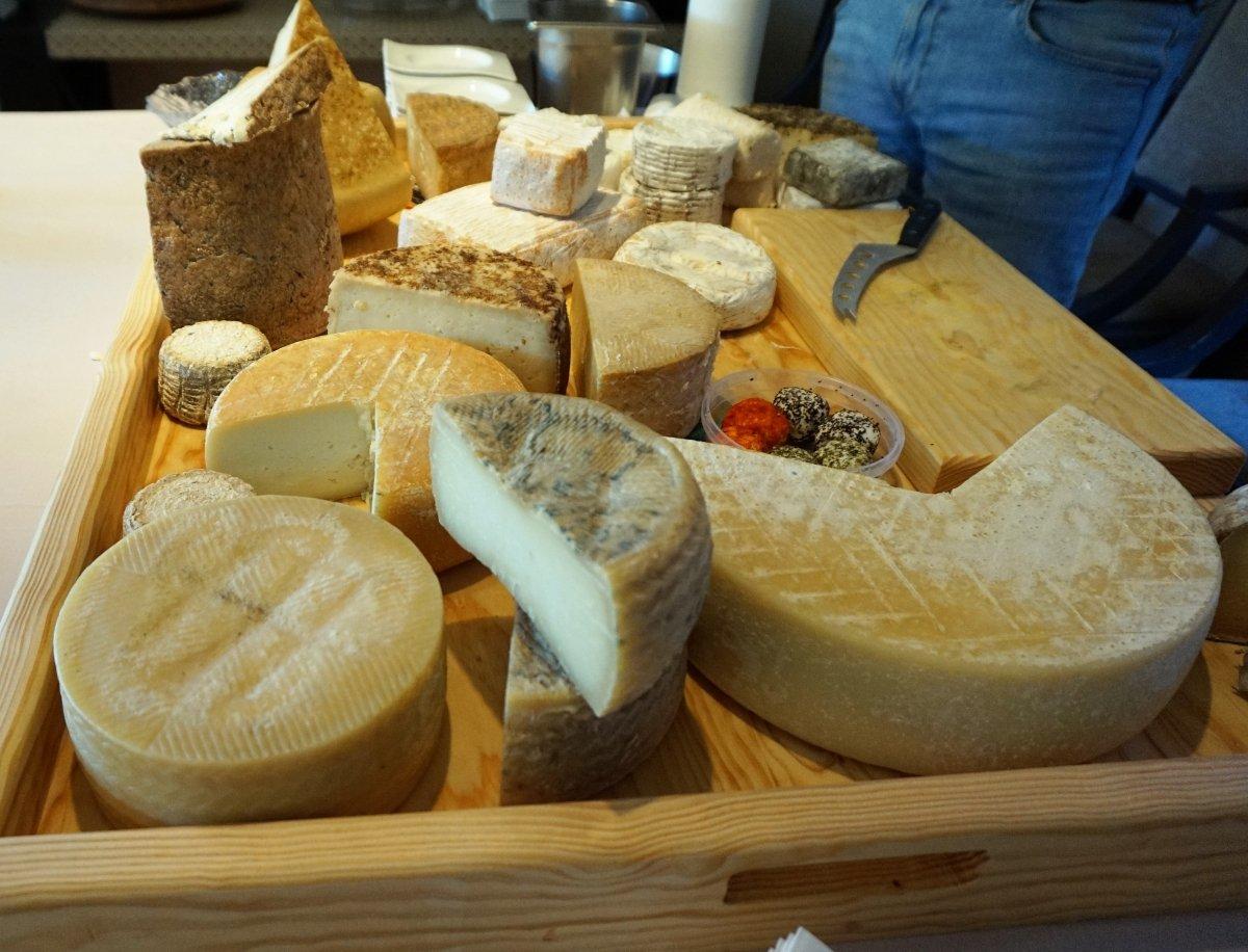 Selección de quesos andaluces en el restaurante El Lago