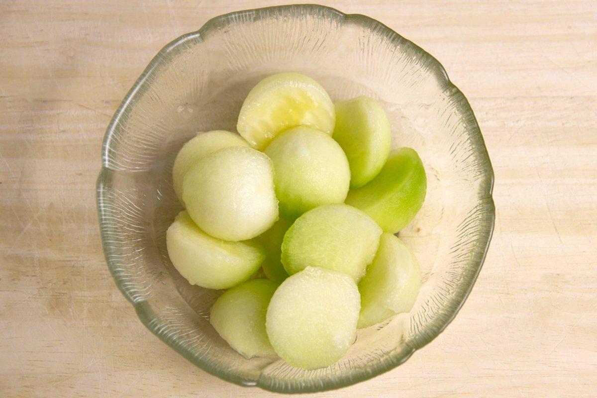 Semi esferas de melón para la presentación