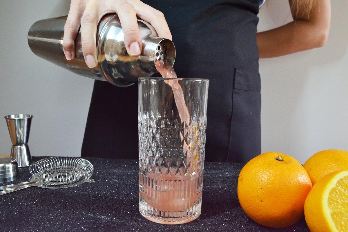 Servimos el cóctel en nuestro vaso
