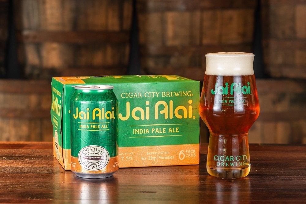 Six pack, lata y copa de Jai Alai IPA