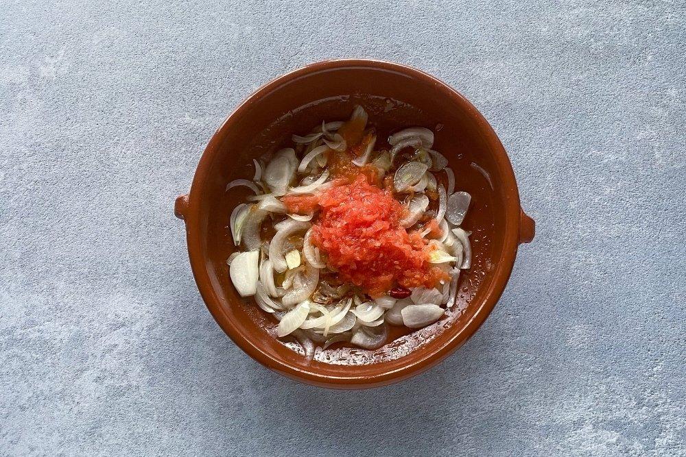 Sofrito con tomate rallado para sopas mallorquinas