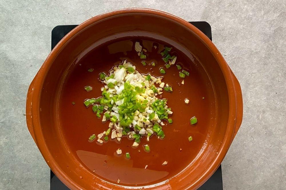 Sofrito de ajo, cebolla y pimiento verde