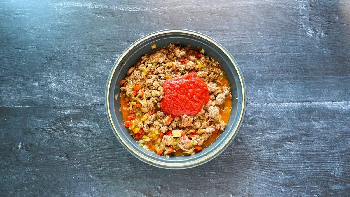 Sofrito de carne y pimientos con tomate triturado