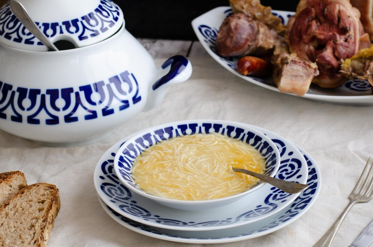 Sopa de cocido gallego