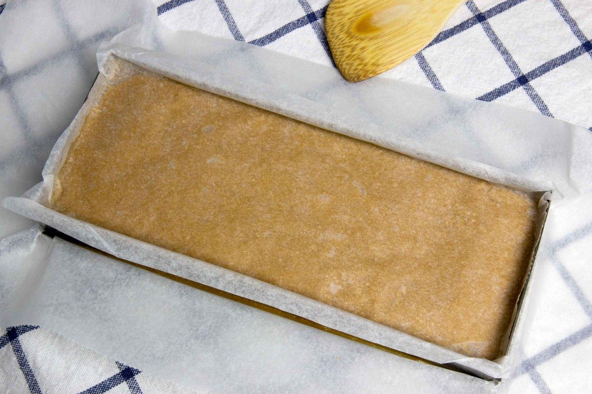 Tapar el molde de turrón y enfriar en la nevera
