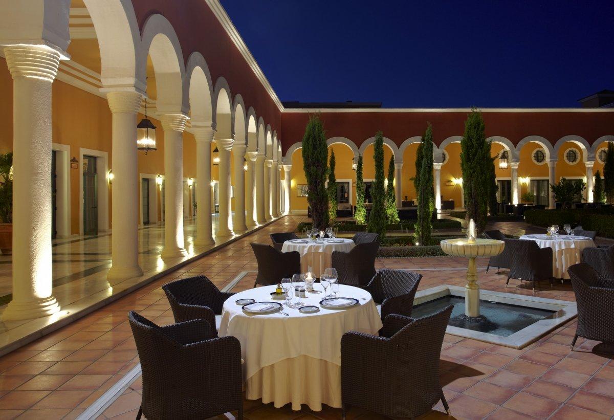 Terraza del restaurante Alevante en el hotel Meliá Sancti Petri