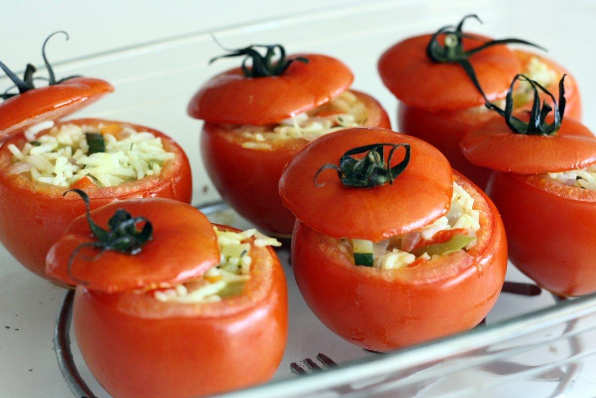 Tomates rellenos horneados