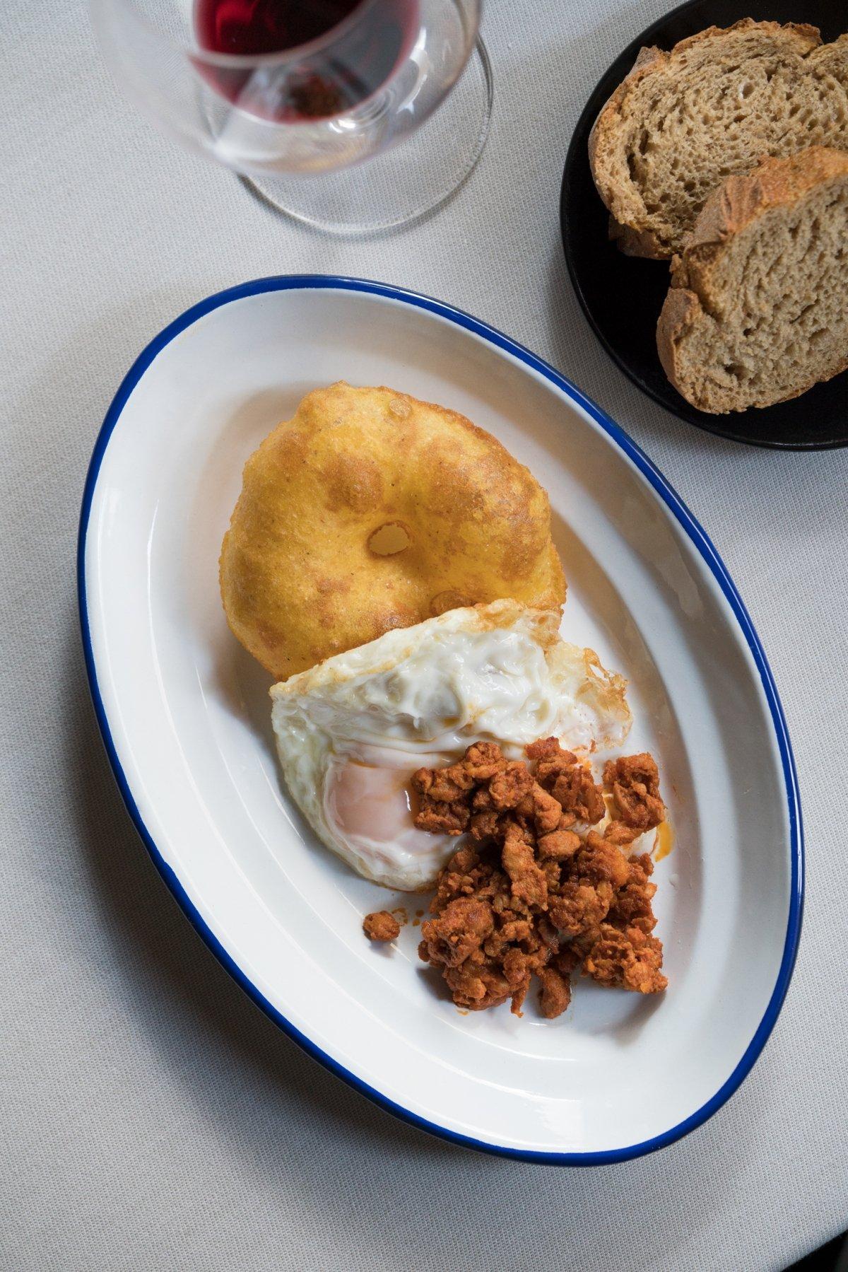 Tortos con huevos y picadillo