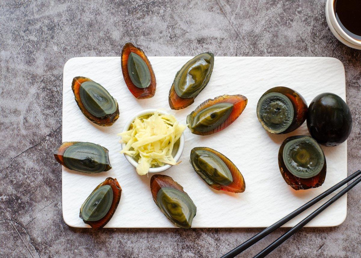 Tradicionales huevos milenarios chinos