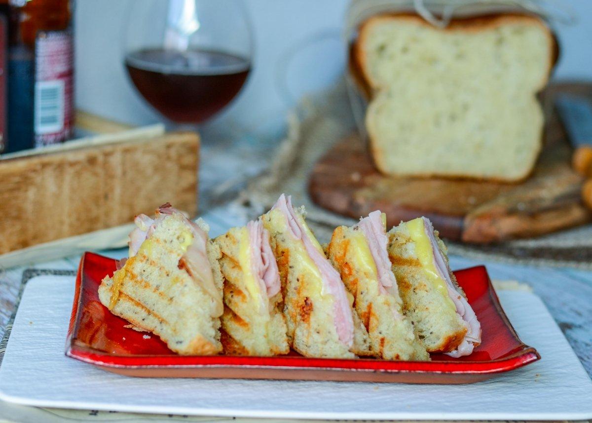Triangulos de sandwich mixto