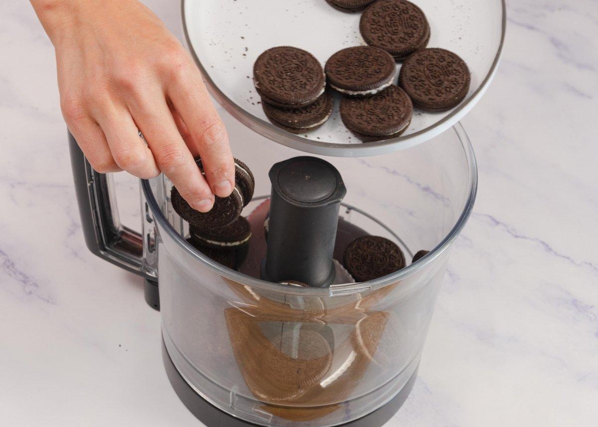 Trituramos galletas para la base