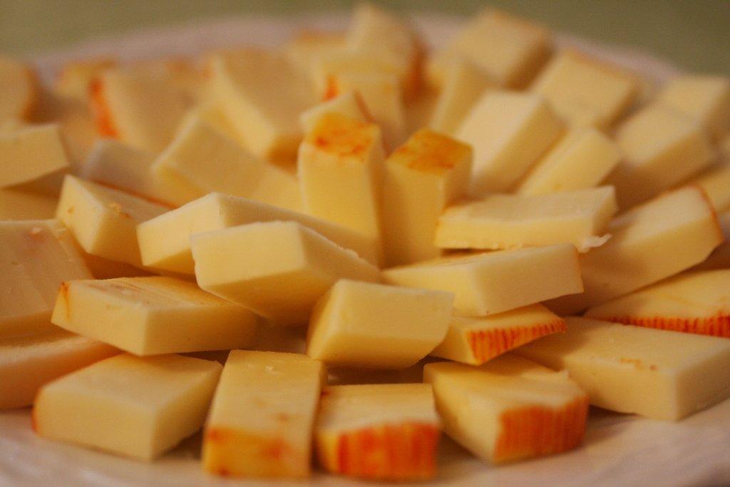 Trozos de queso munster