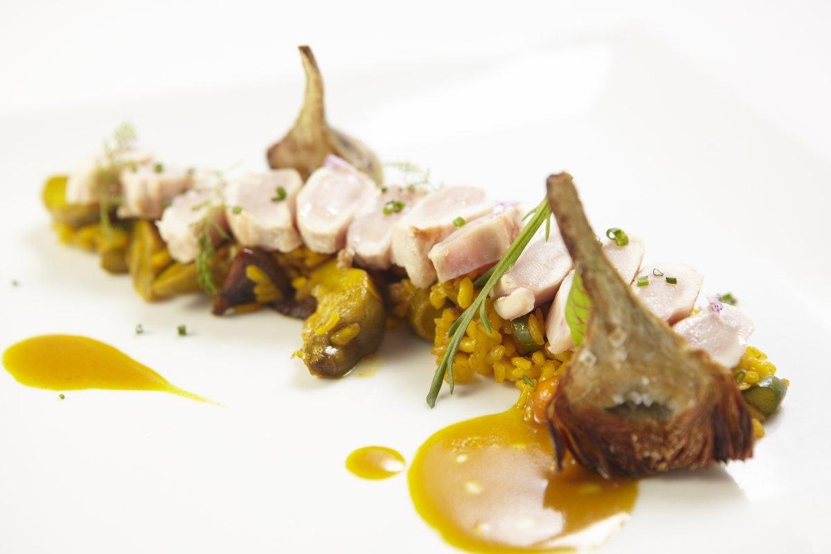 Un arroz del restaurante Es Ventall con alcachofas y pescado