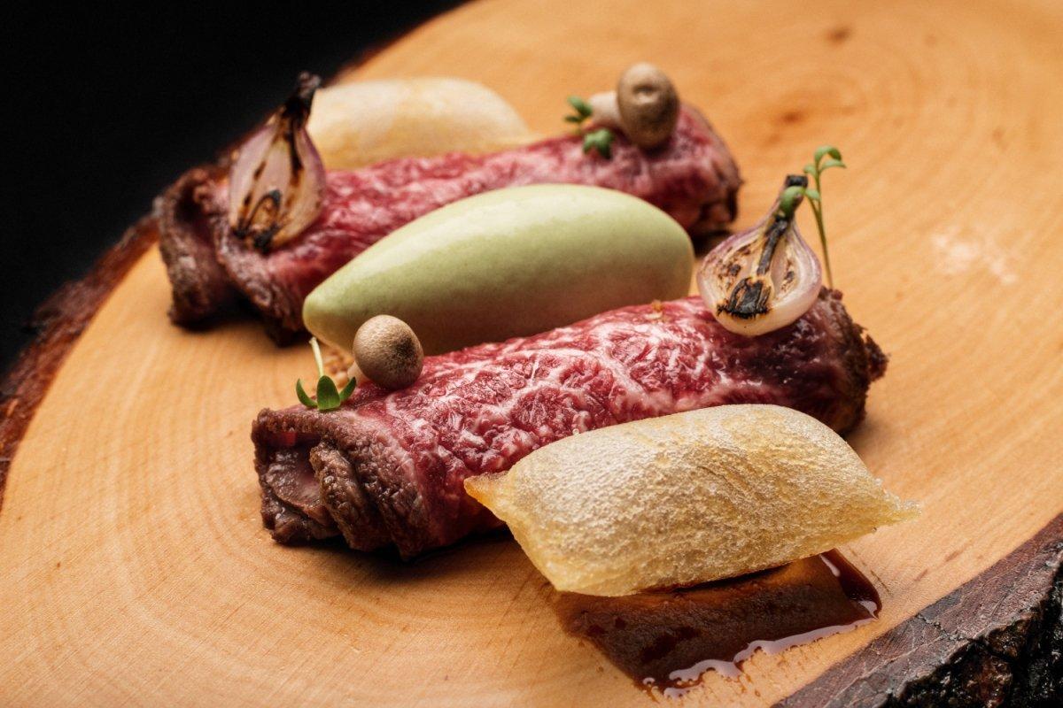 Un plato de carne de Restaurante M.B.