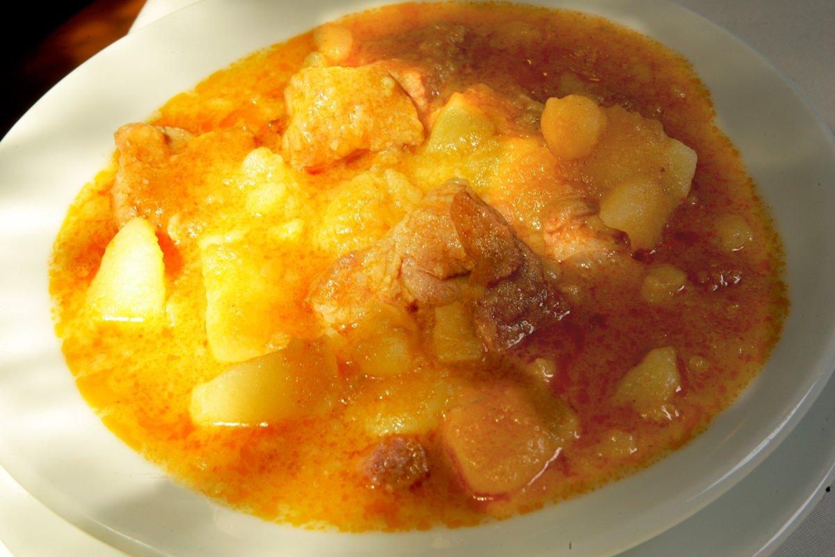 Un plato de cuchara del restaurante De la Riva