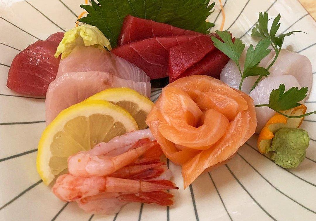 Un plato de sashimi en Masa Naomi