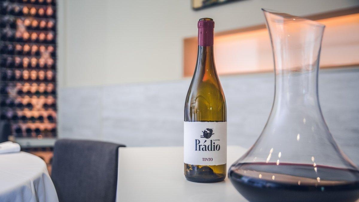 Un vino de la bodega del restaurante Nova