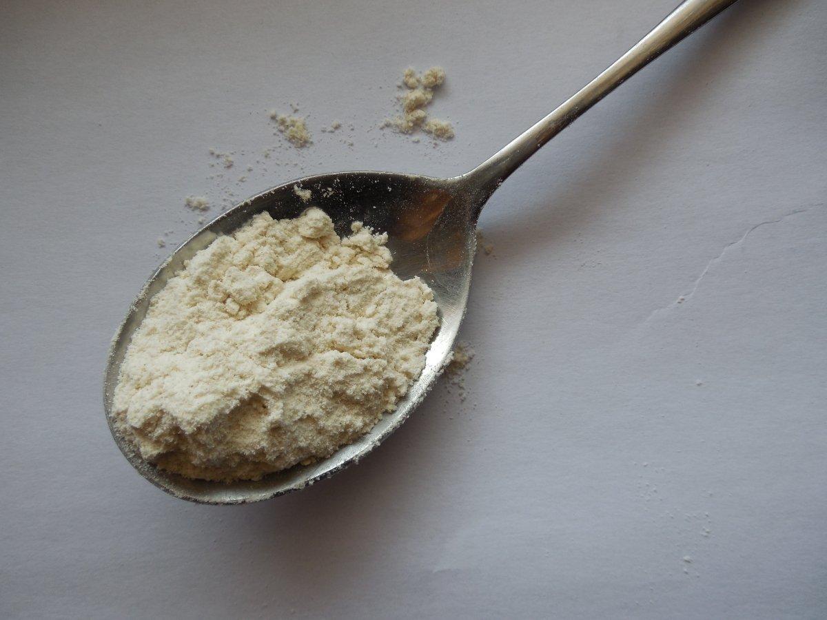 Una cuchara con harina