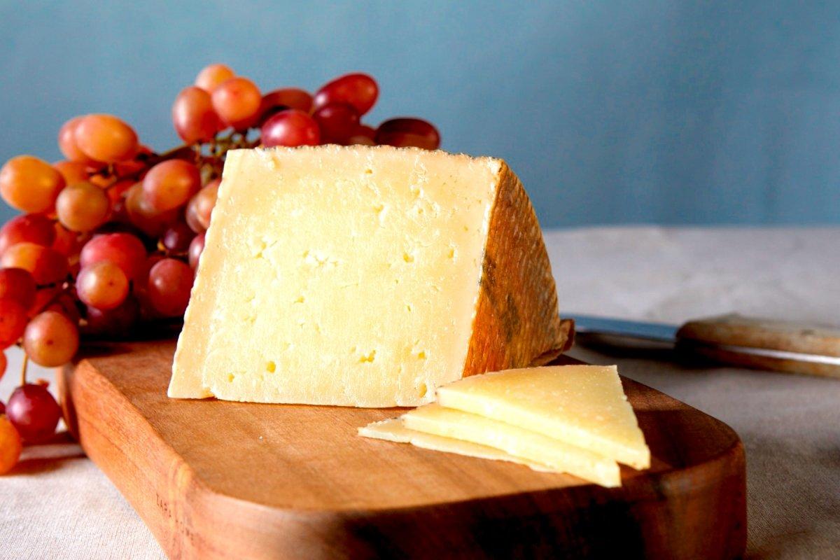 Una cuña de queso manchego