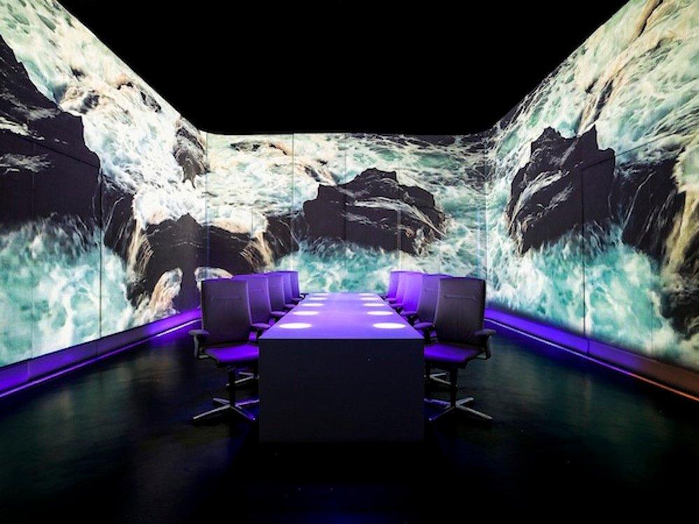 Una de las escenas recreadas en la sala del restaurante Ultraviolet by Paul Pairet