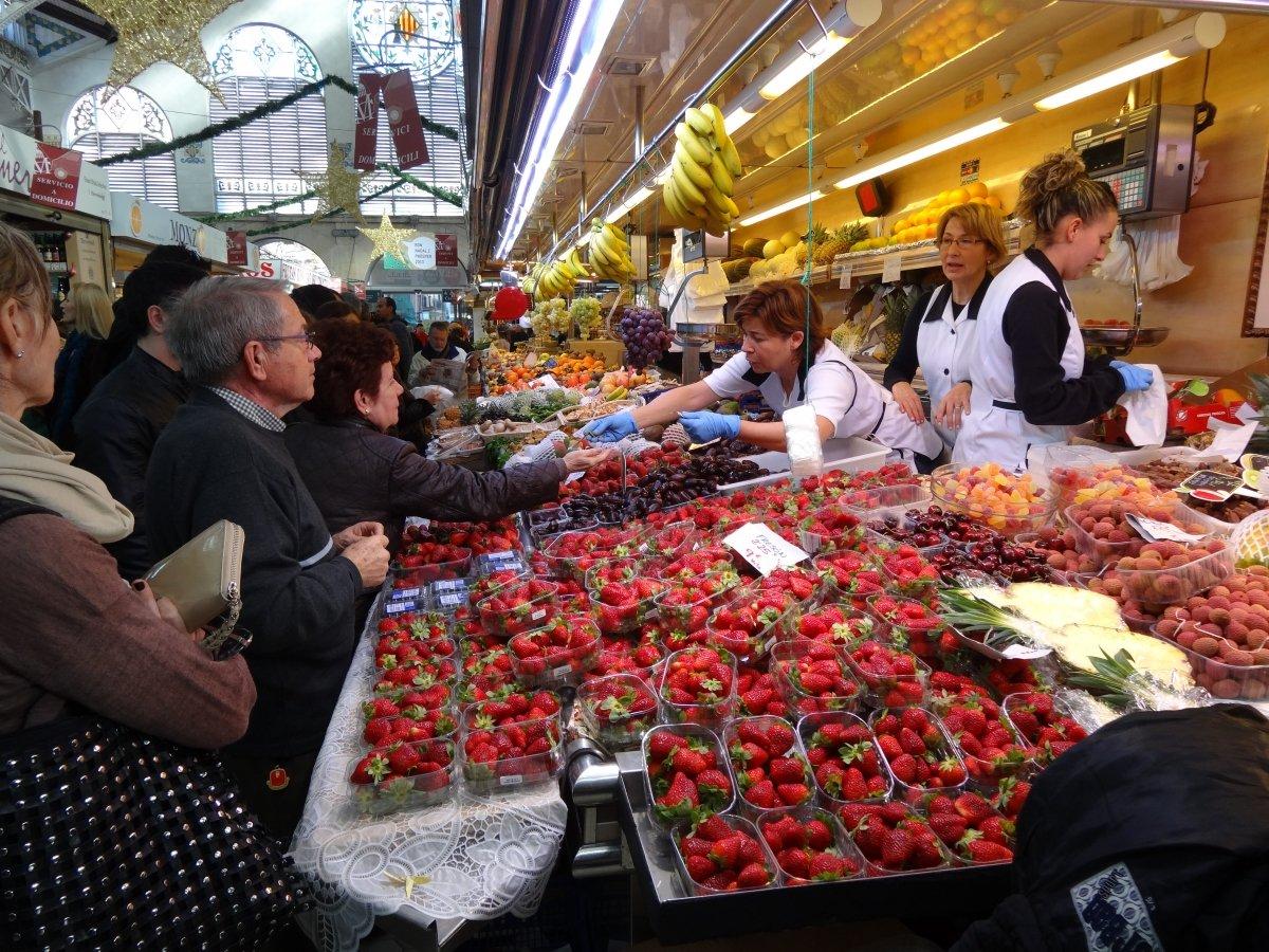 Una frutería del Mercado Central de Valencia