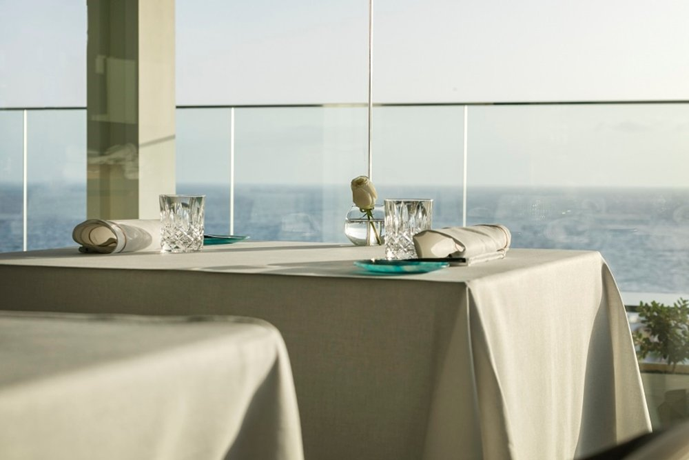 Una mesa del comedor del restaurante Maresía