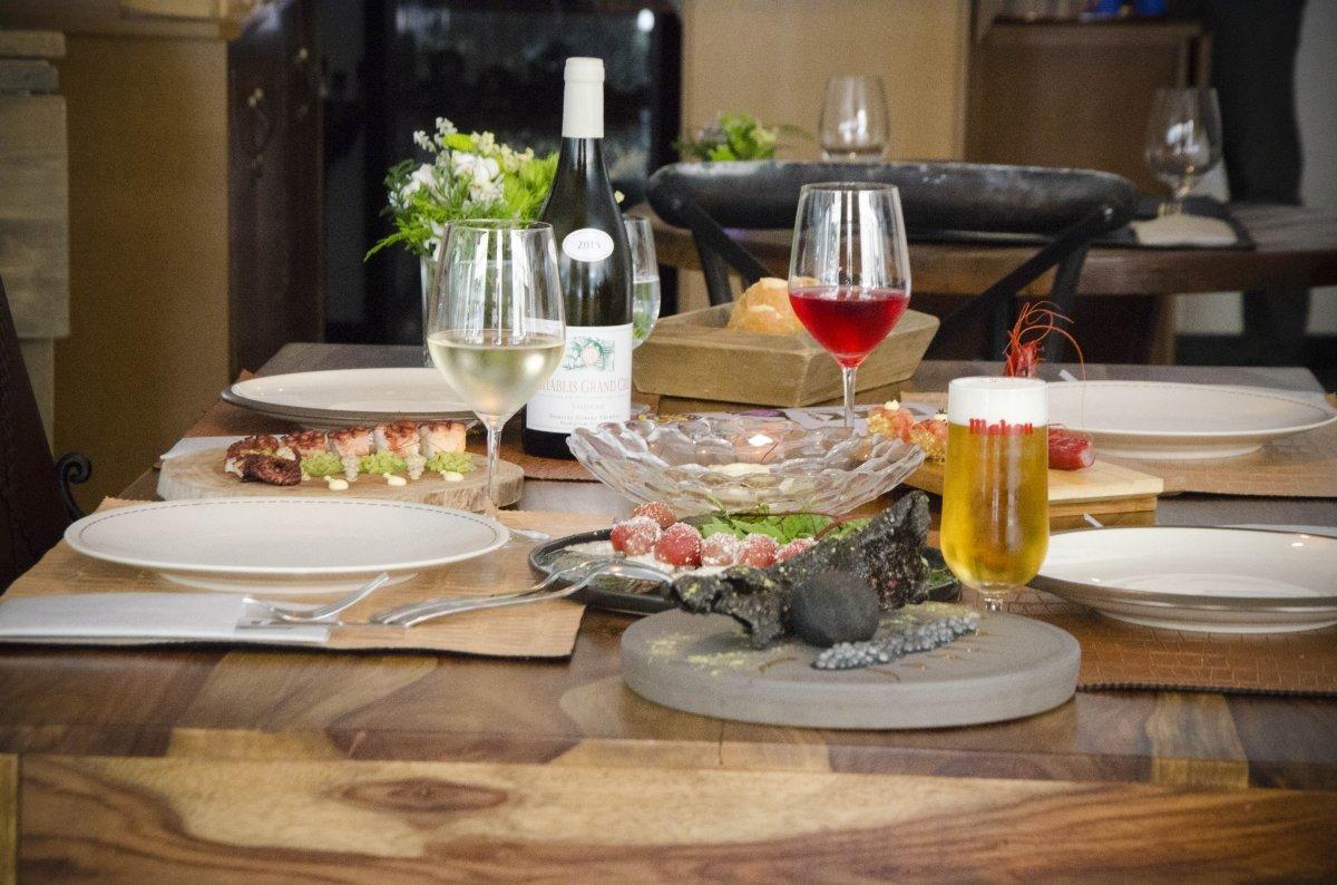 Una mesa servida en el restaurante Back