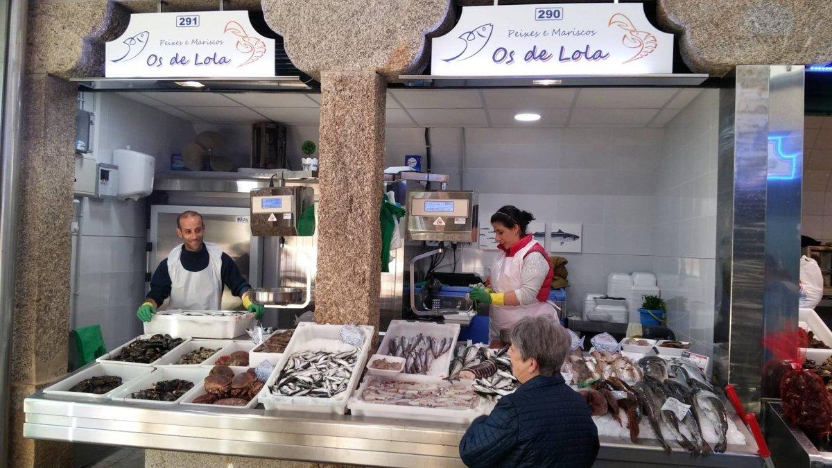 Una pescadería del Mercado de Abastos de Santiago de Compostela