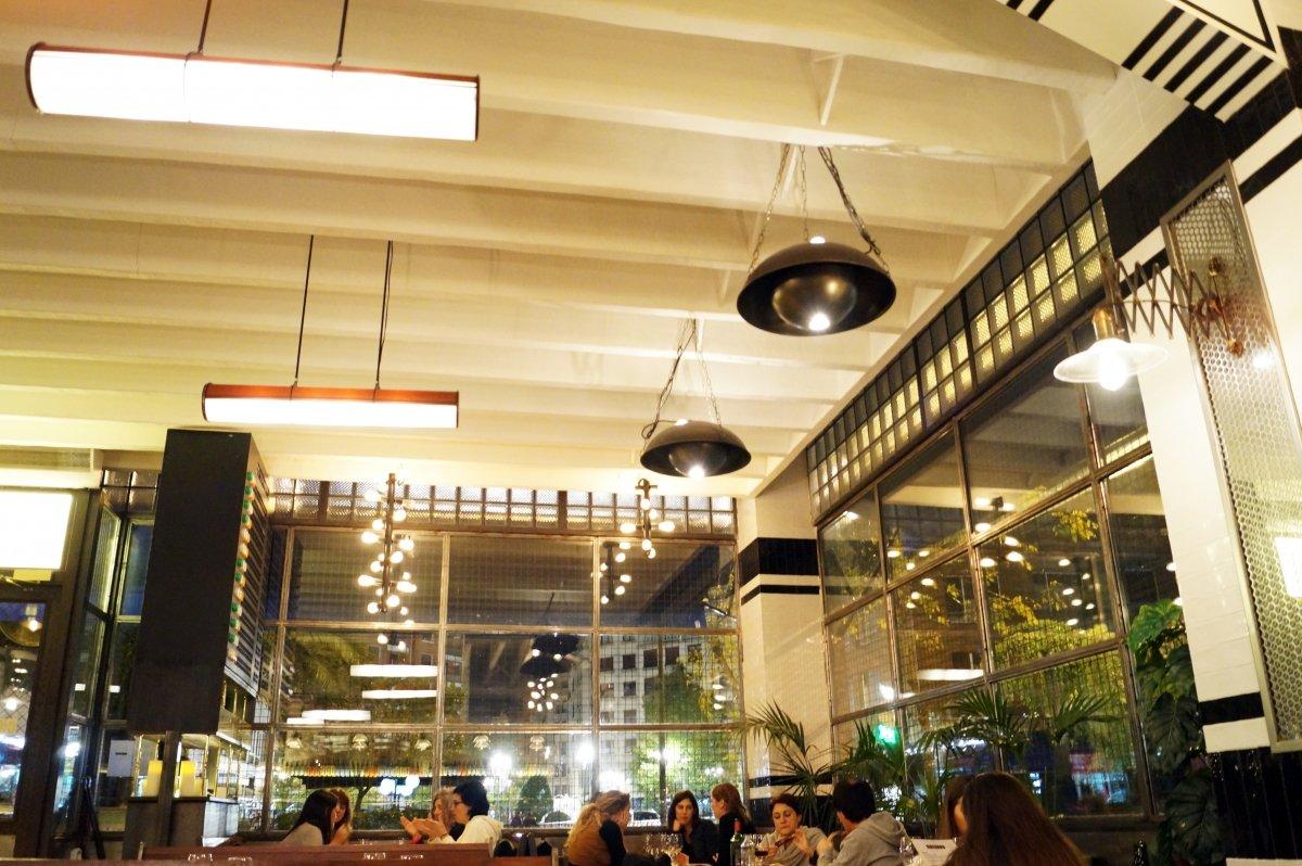 Una vista de la sala del restaurante Colombo
