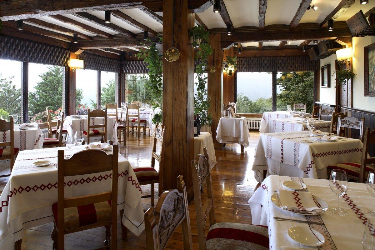 Uno de los espacios del Restaurante Andra Mari