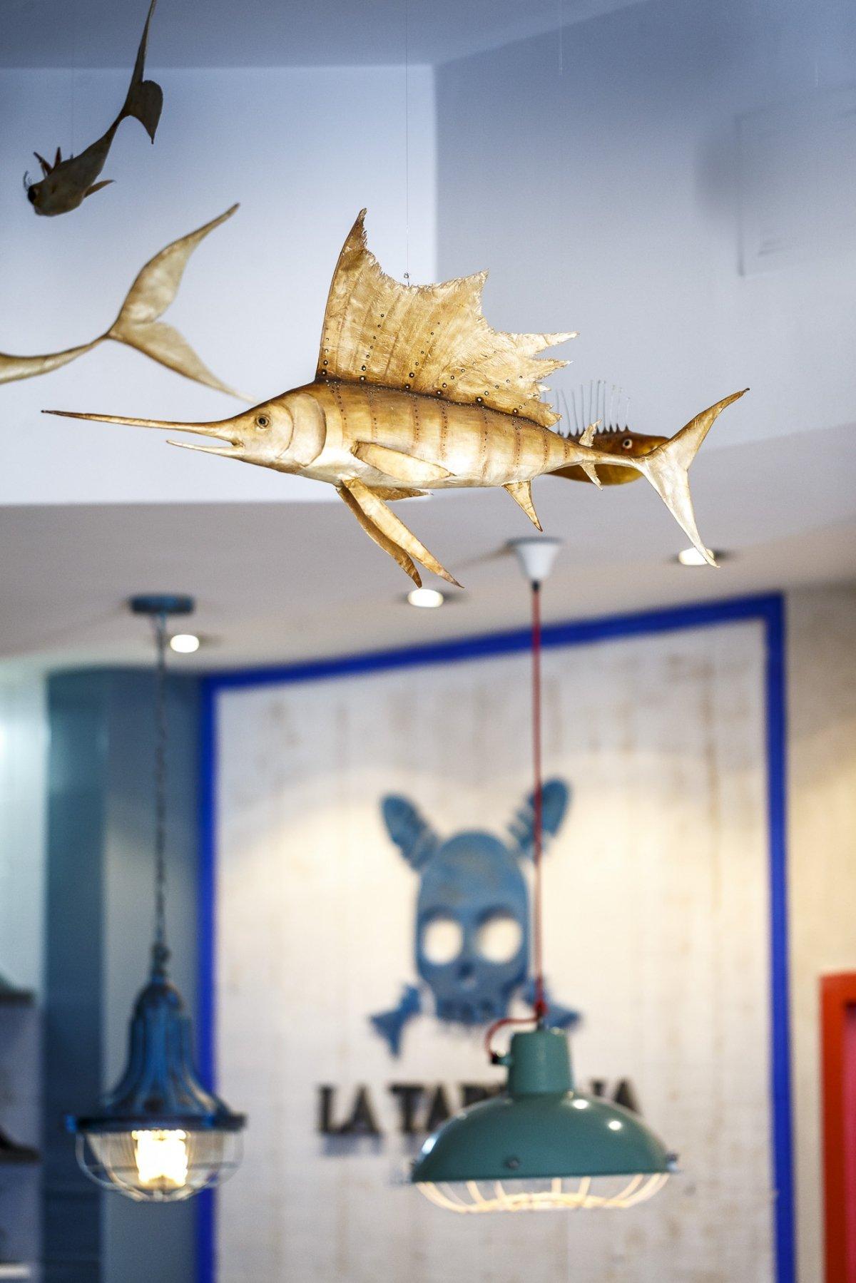 Uno de los peces que cuelga del techo en La Taberna del Chef del Mar