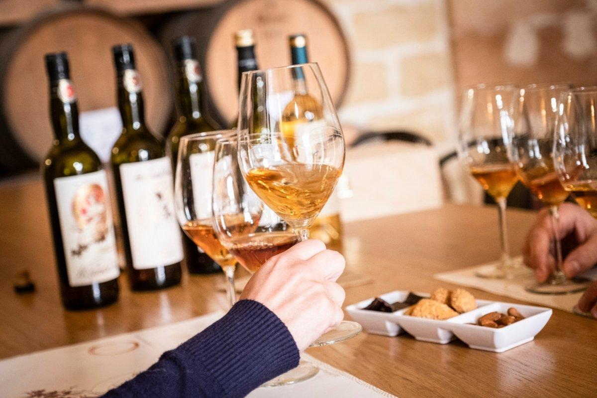 Varias copas de vino Marsala