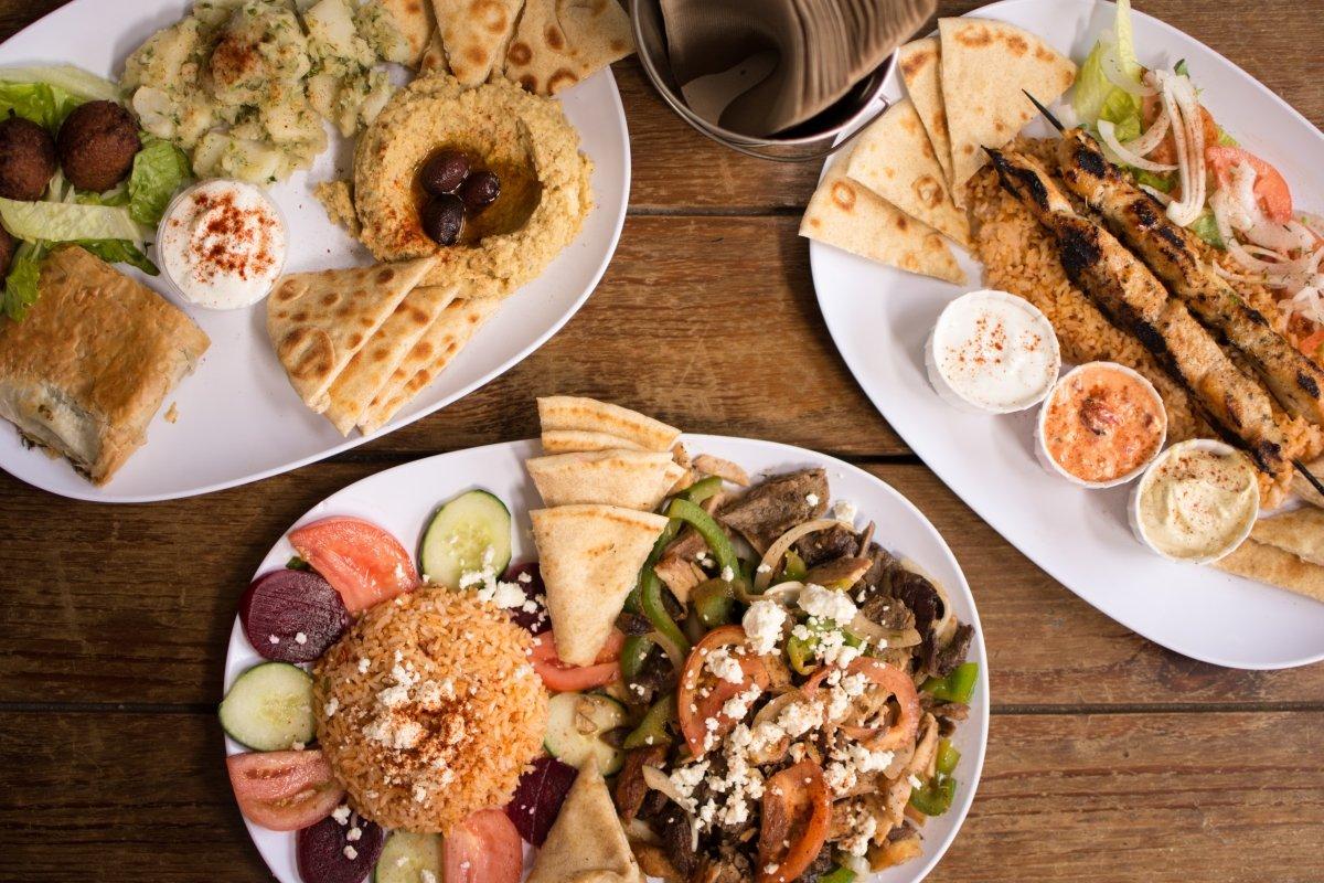 Varias preparaciones de la cocina de Oriente Medio