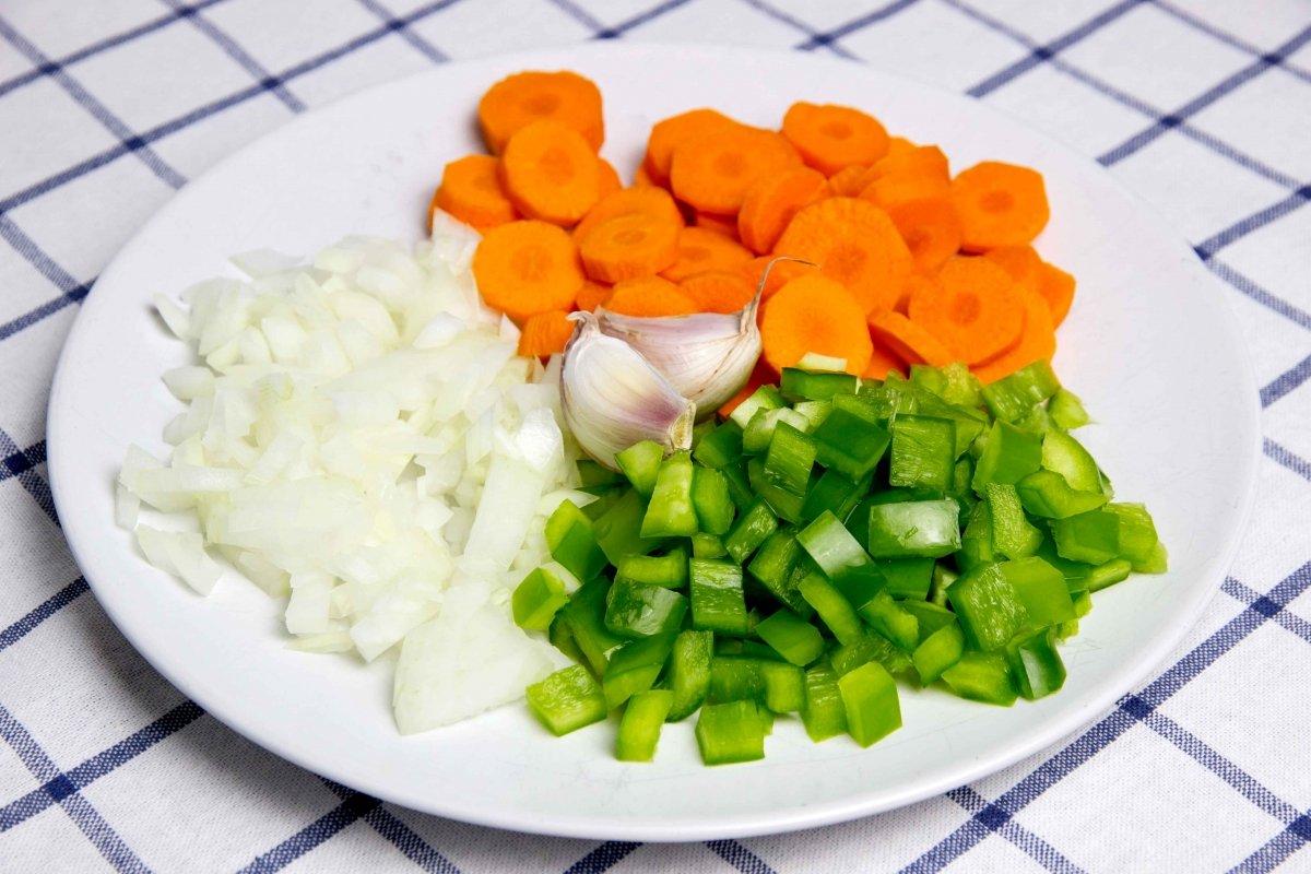 Verduras preparadas para las alubias pintas