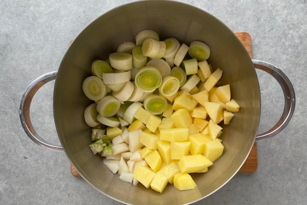 Vichysoisse de manzana, pera y apio sofrito