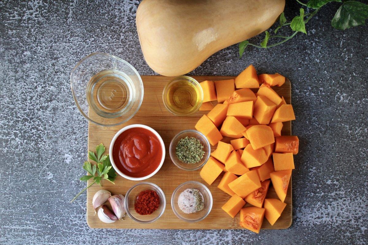 Vista de los ingredientes necesarios para hacer calabaza frita o cuarrécano