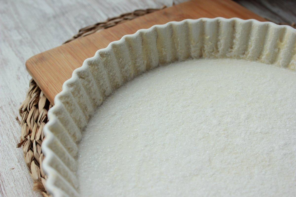 Vista del molde de cerámica circular encamisado y con azúcar
