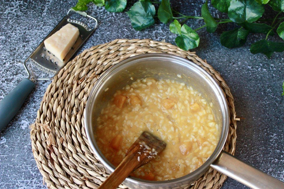 Vista del risotto con calabaza una vez mantecado listo para emplatar