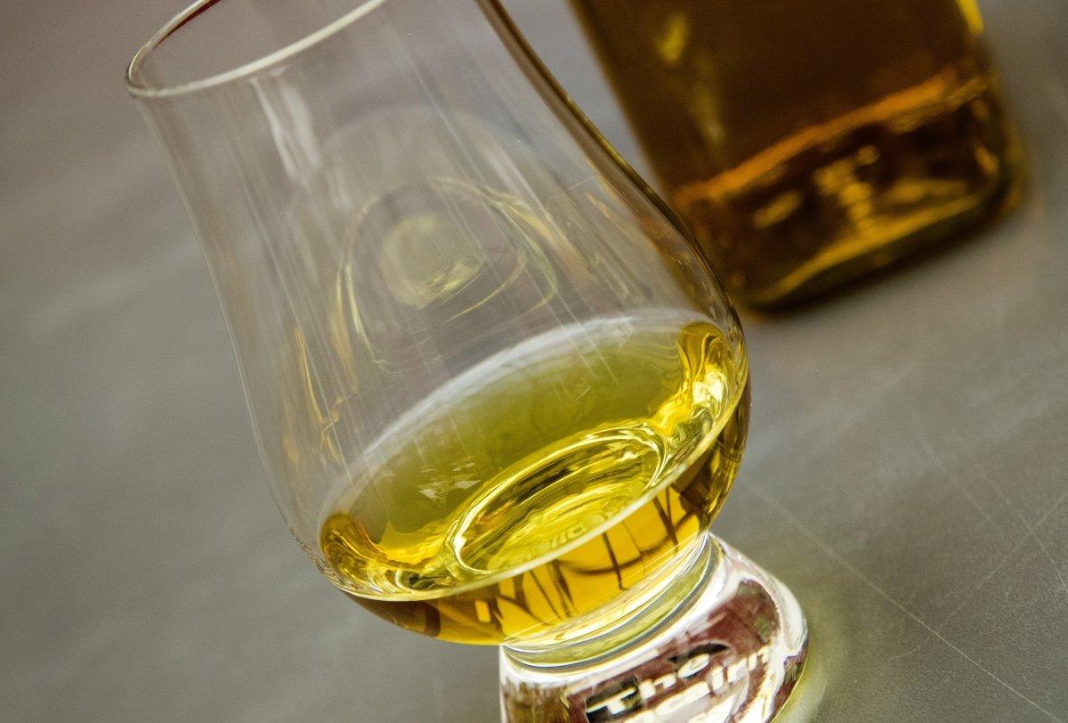 Whisky en un vaso de cata